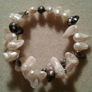 Jewelry - Genuine biwa stick pearls memory wire bracelet